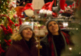 Christmas_Shopping_Banff_Ave_2016_Noel_H