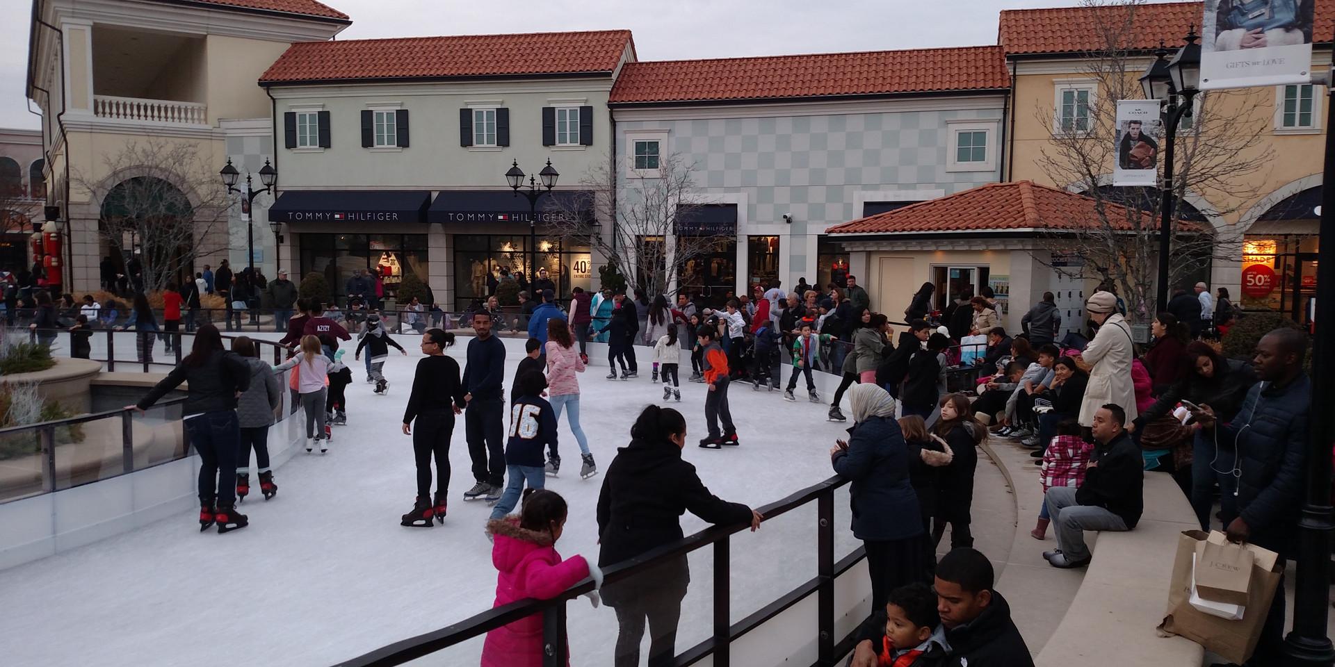 Tanger Deer Park Ice Rink
