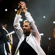 Ricardo salutes the crowd