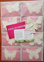 8 envelopjes met roze kaarten en vlinder
