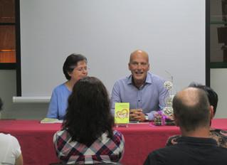 """Buena acogida en la presentación del libro """"Amarme Es"""" en Vecindario..."""