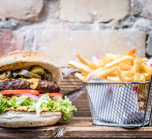 Lion-Burger_Black&White_Kombo_31. Januar