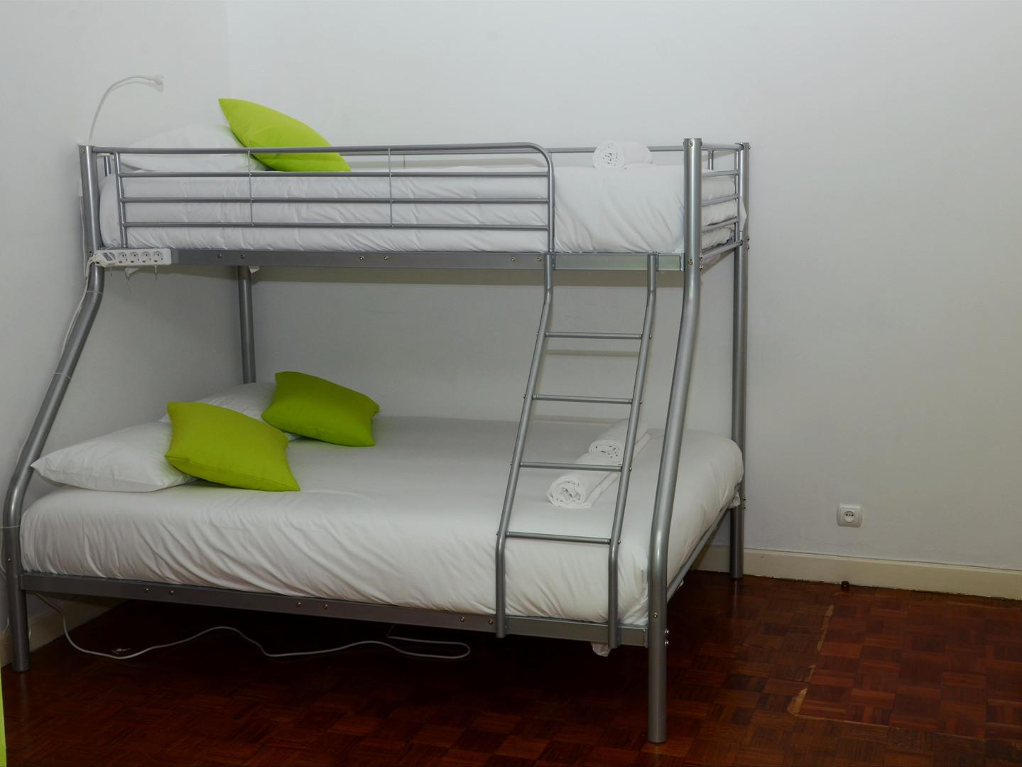 Camas em suite no Help Yourself Hostels Carcavelos
