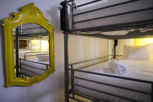 Decoração em quarto partilhado do Help Yourself Hostels Restelo