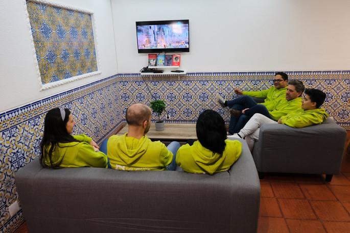 Sala de estar comum do Help Yourself Hostels Restelo