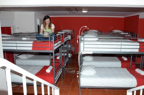 Quarto partilhado no Help Yourself Hostels Carcavelos