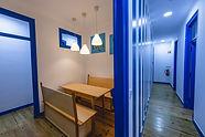Sala de jantar do Help Yourself Hostels Parede
