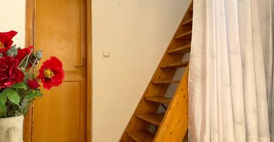 Steile trap naar vide
