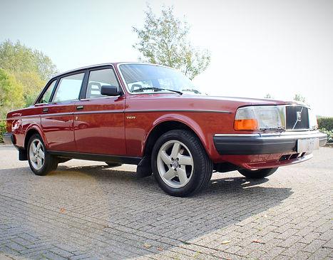 Volvo%20240%20rood_9_58_edited.jpg