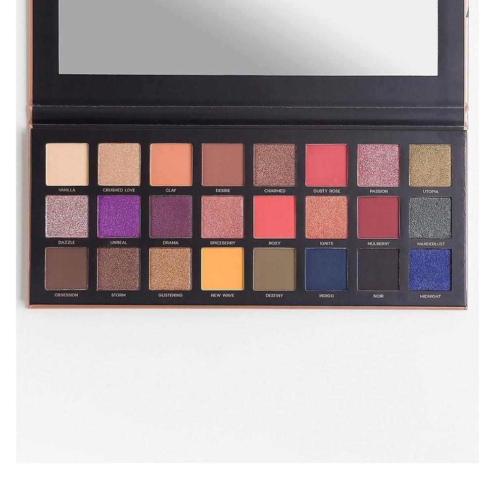 paleta de sombra de maquiagem  de presente até R$100