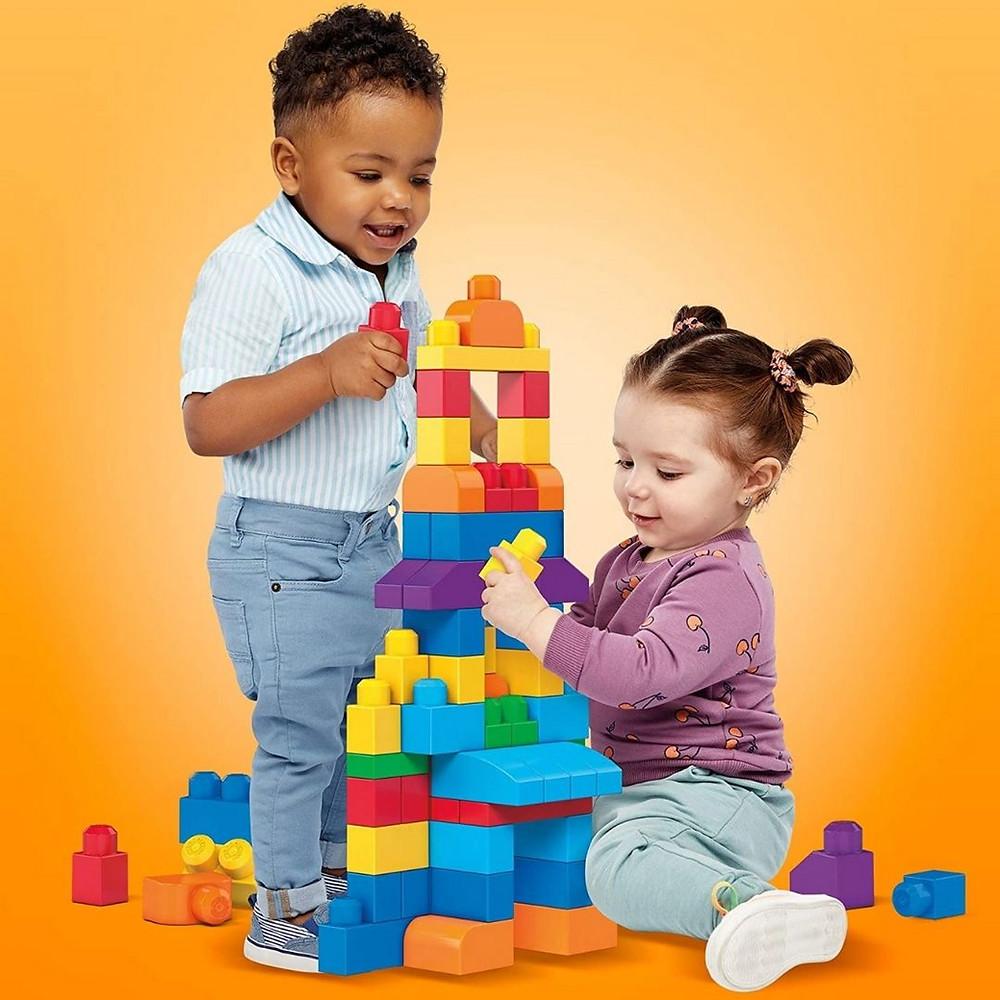 Blocos de encaixar de brinquedo de presente até R$100
