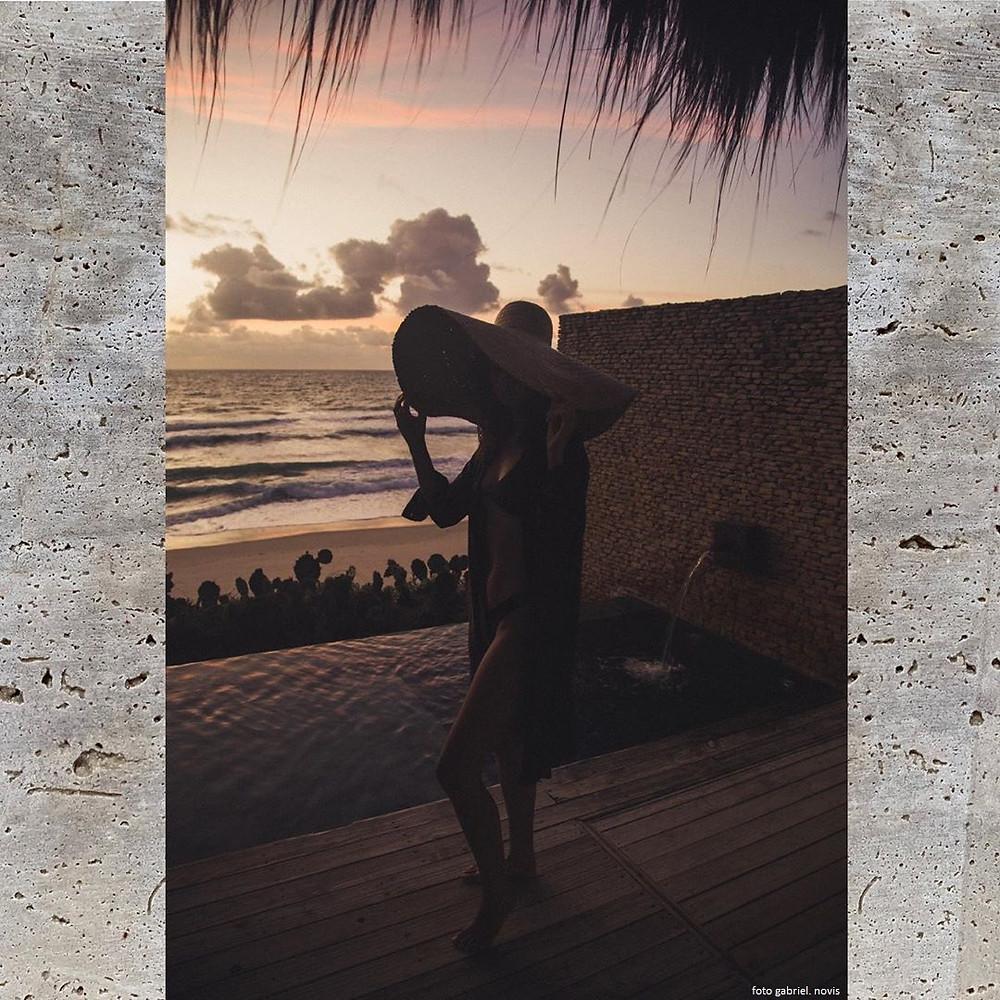 Kenoa mulher praia