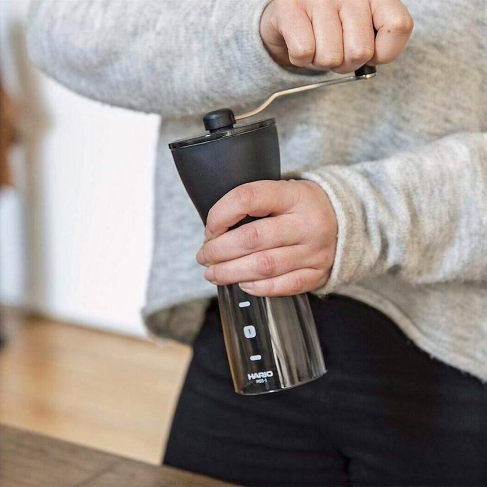 Moedor de Café Manual Hario Slim Fumê 24 g