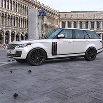 White Range Rover Vogue on HAWKE Talon wheels in Black colour finish