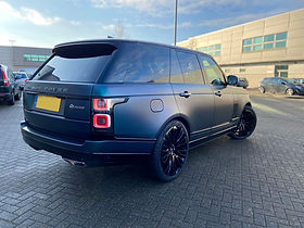 Blue Range Rover Vogue on HAWKE Halcyon wheels in Black colour finish