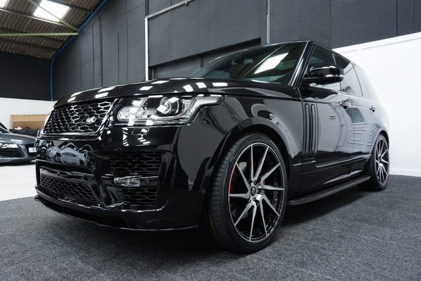 Black Range Rover Vogue on HAWKE Arion wheels in Black Polished colour finish