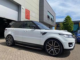 White Range Rover Sport on HAWKE Vega wheels in Black Polished colour finish