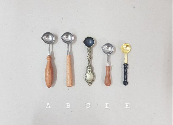 Wax spoon