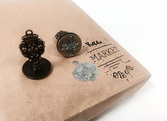 Fluorish mini vintage seal