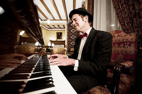 Jammin Jim playing piano at the Hotel Colorado