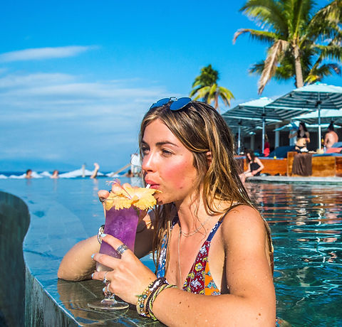 Cocktails in the infinity pool