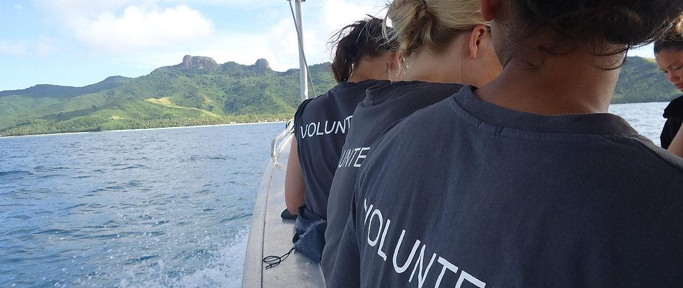 Longboat transfer with Vinaka Fiji