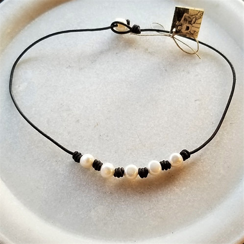 The Mermaid's Pearl 5 Pearl Leather Necklace