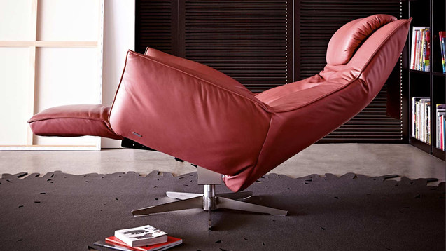 RECLINERS & CHAIRS