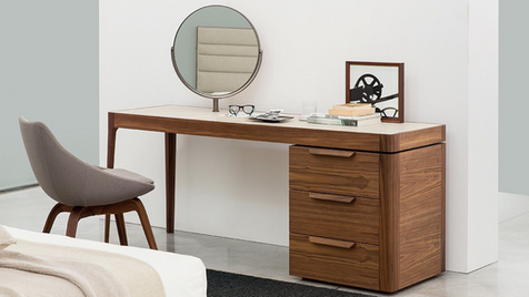 DESK AND COIFFEUSE