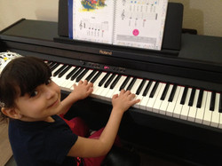 melesu playing piano