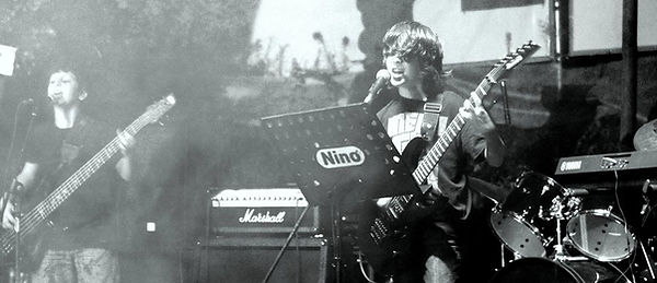 Çayeli Müzik Okulu rock gruplarından Metal Jr sahnede