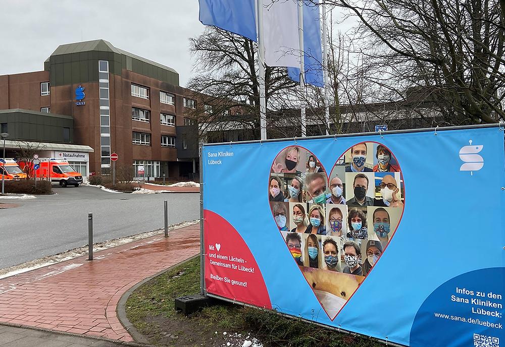 """""""Wir lächeln für Lübeck!"""" (Bild: Sana Kliniken Lübeck)"""
