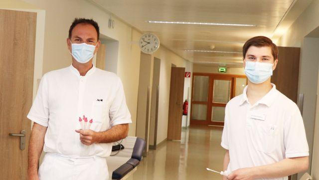 v.l.n.r.: Chefarzt Prof. Dr. Tim Strate und Assistenzarzt Dr.Jonas Herzberg