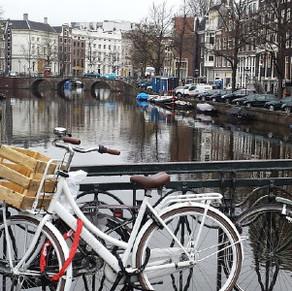 """Ámsterdam; canales, pubs…y un """"donut"""""""