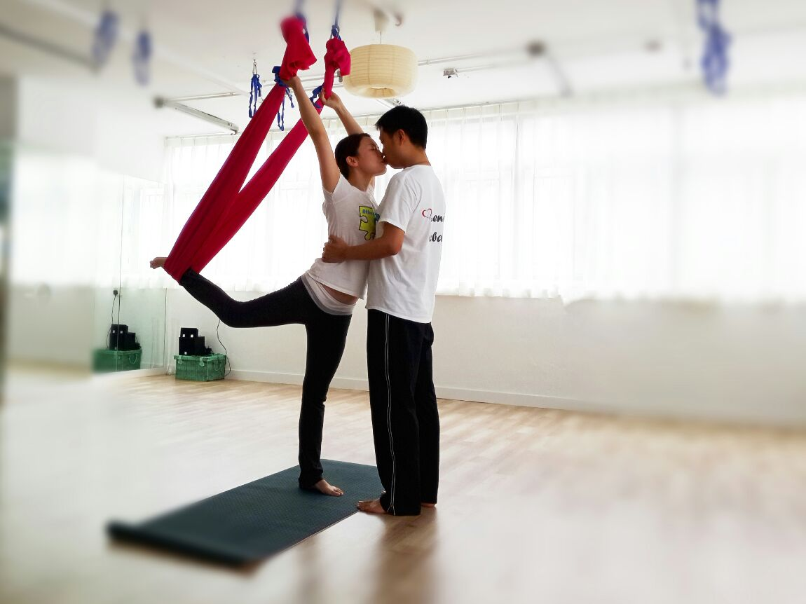 Let's yoga with your hubby