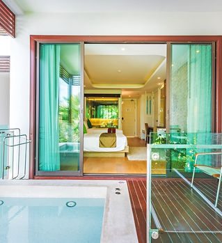 4. Deluxe Room with Jacuzzi 2 - Wyndham