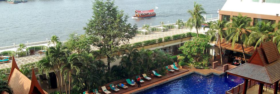 3. Swimming Pool 2 - Ramada Plaza Menam