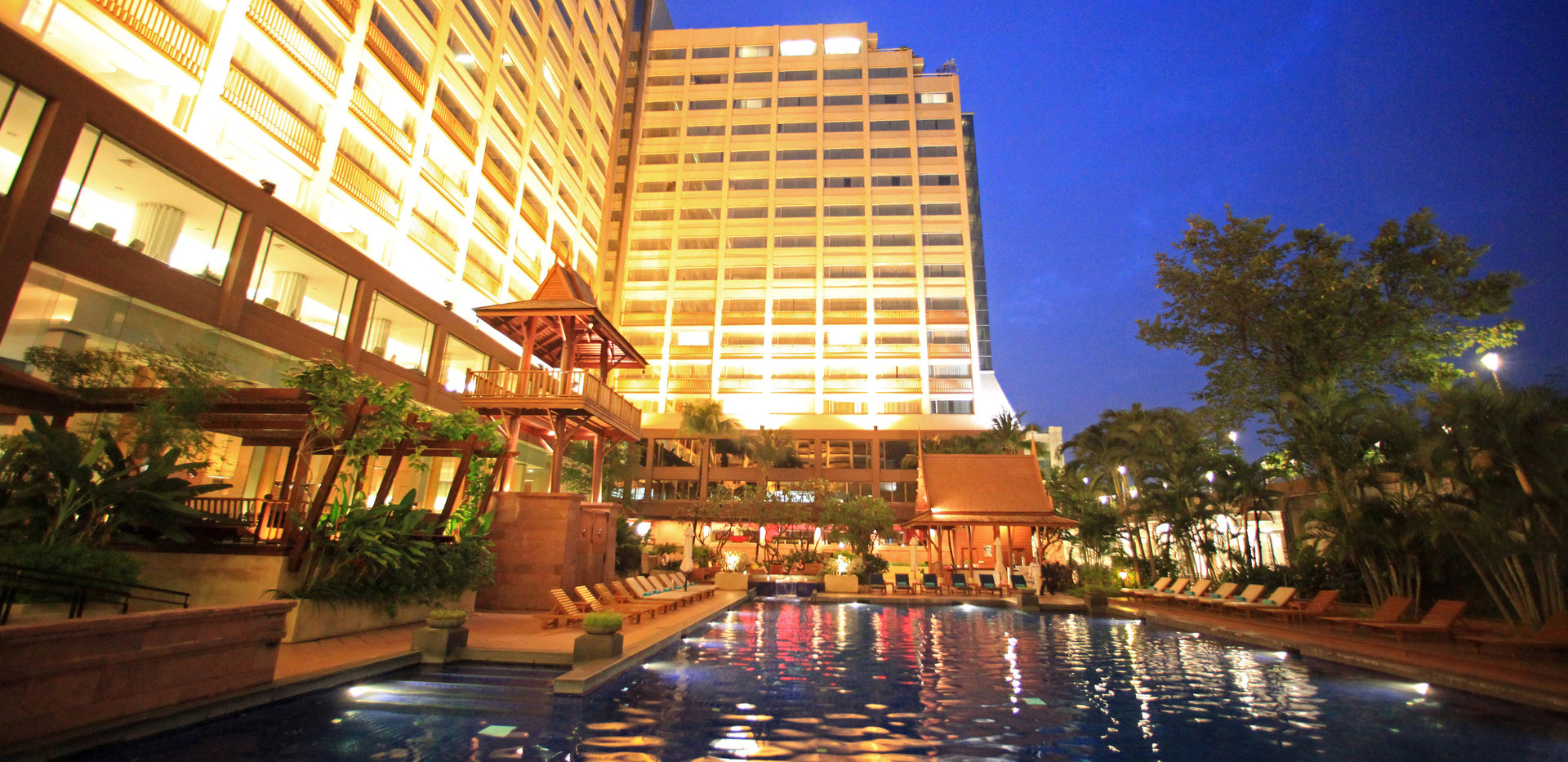 2. Swimming Pool 1 - Ramada Plaza Menam