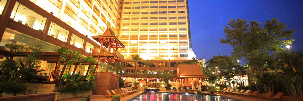 2. Swimming Pool 1 - Ramada Plaza Menam