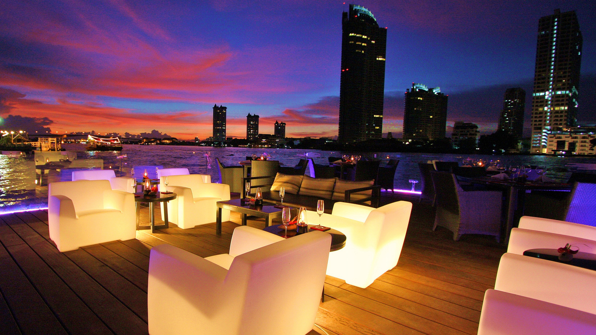 Illuminous Bar & Lounge