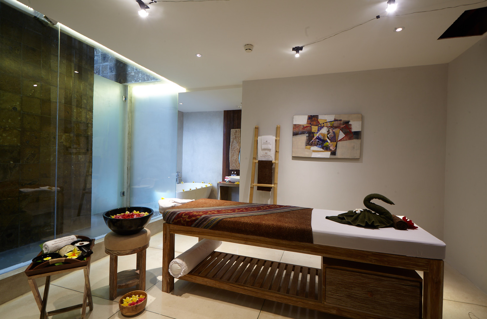 10. Spa Treatment Room - Wyndham Dreamla
