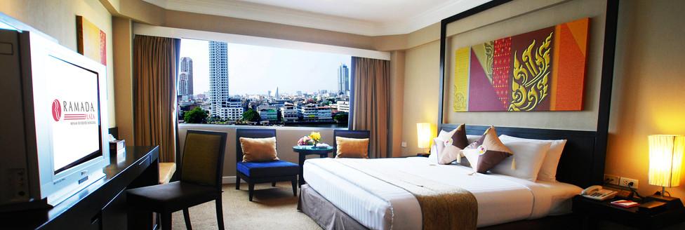 4. Deluxe Room 1 - Ramada Plaza Menam Ri