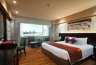 new-shot-deluxe-room-ramada-plaza-menam-