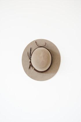 Hat 744