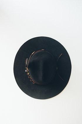 Hat 221