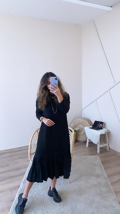 Alti pliseli Siyah Elbise