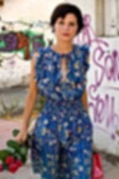 Chica en vestido de verano