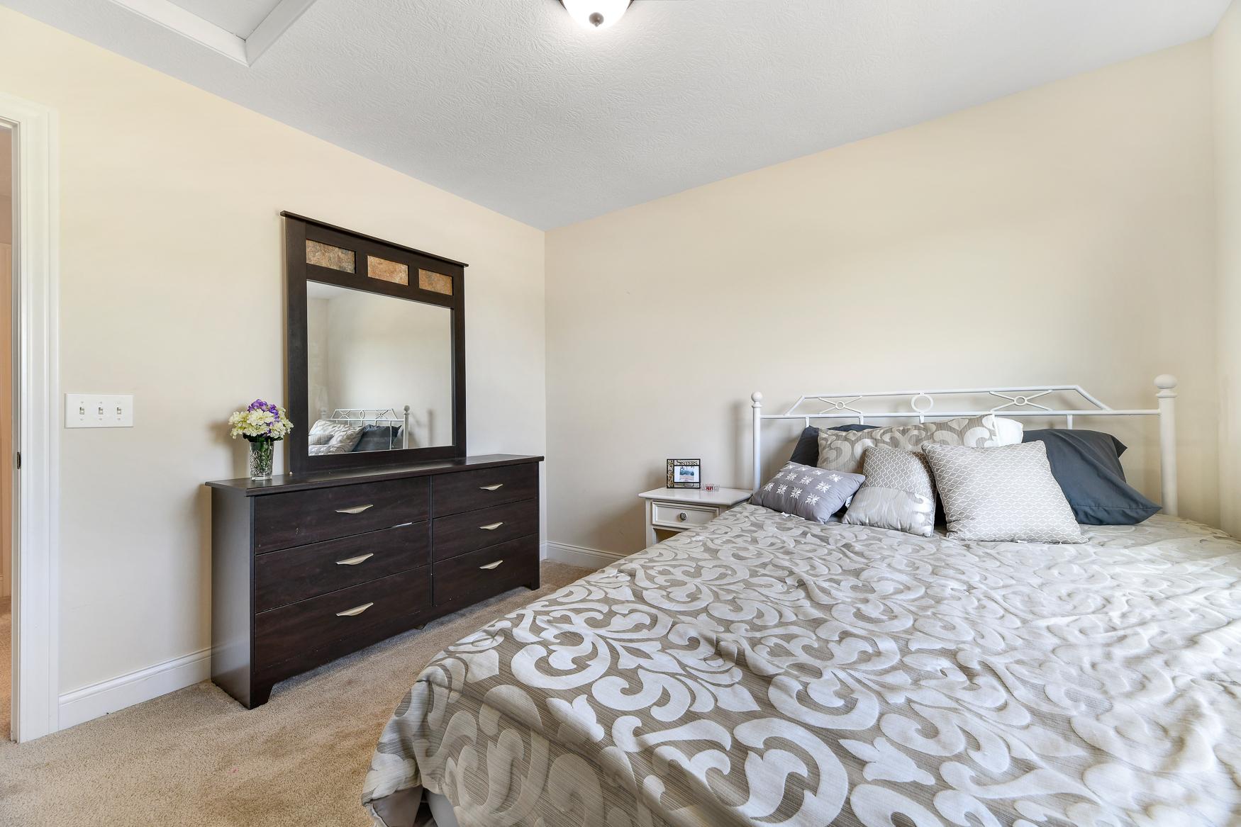 6090 Brookview Manor - (33)