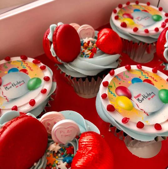balloon_cupcake_red