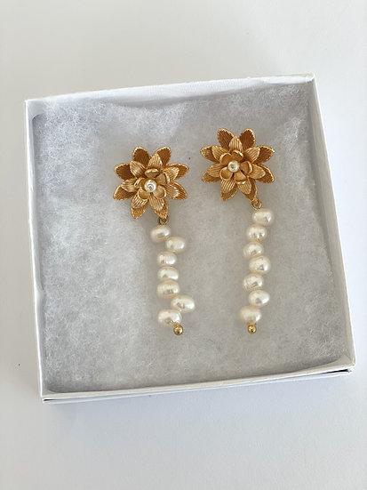 Floral pearl drop